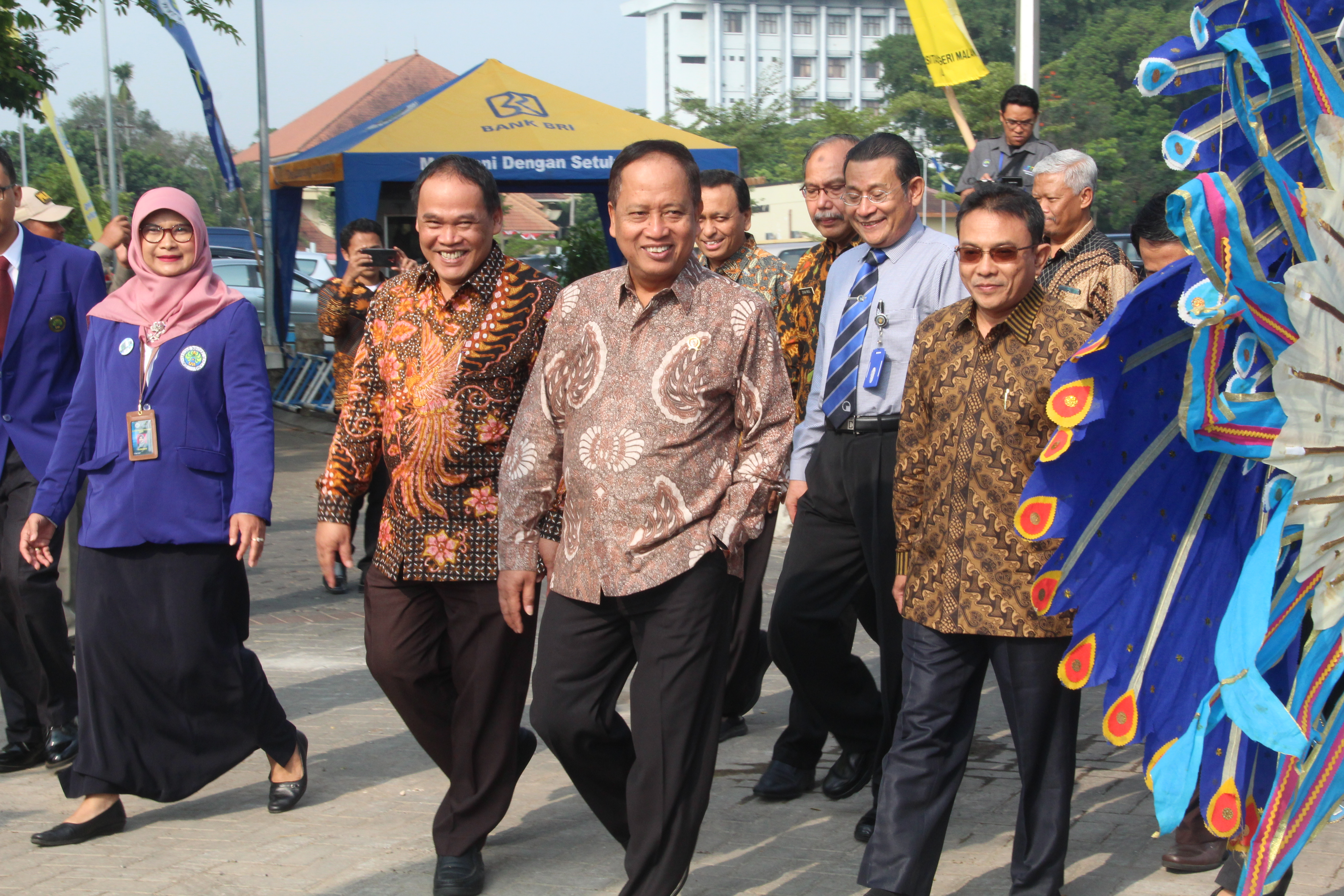The trip of the Minister of Research in Technology and Higher Education towards GKB UM